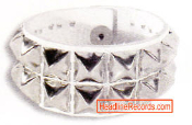 WRISTBAND - 2 ROWS BIG CHROME PYRAMID STUD ON WHITE LEATHER